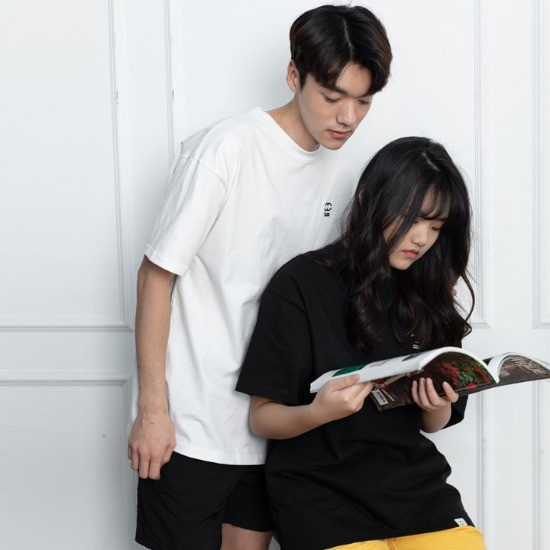 일리오 ILLIO - LOGO EMBROIDERY-T BLACK